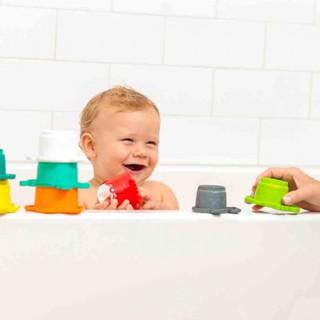 Bộ 7 cốc xếp chồng kết hợp đồ chơi tắm tôm hùm và những người bạn Infantino 5039 thumbnail