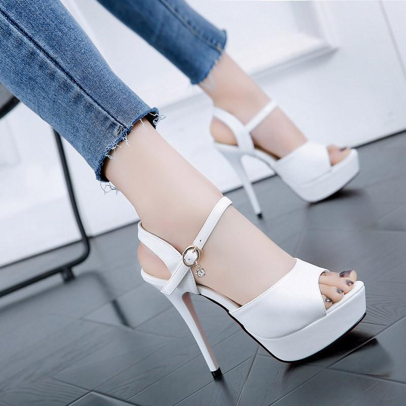 รองเท้าส้นสูงแฟชั่นสไตล์เกาหลี