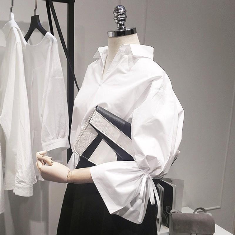 Áo sơ mi trắng tay loa dài cổ chữ V thời trang nữ Hàn Quốc
