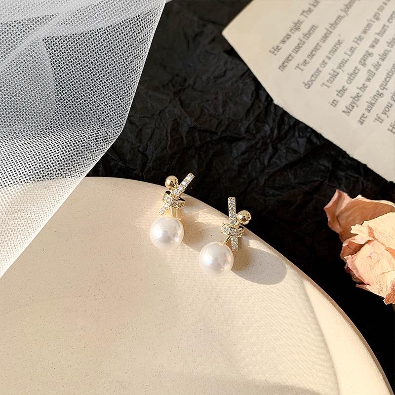 Hoa tai phong cách Hàn Quốc kim xỏ bằng bạc 925 khảm kim cương giả hạt châu C251