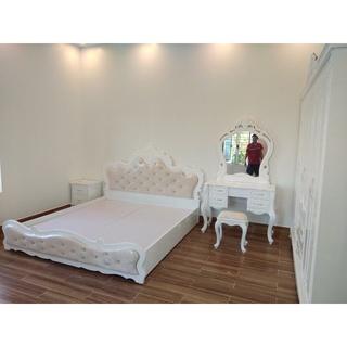 giường ngủ trắng tân cổ điển