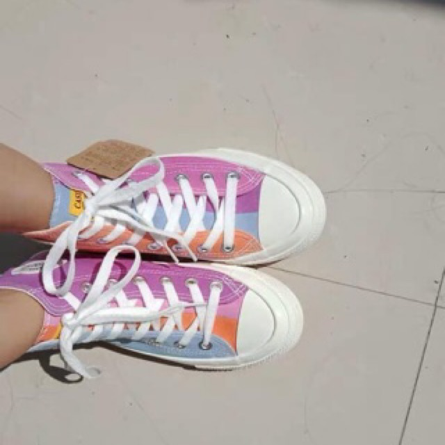 Giày cv đổi màu khi ra nắng