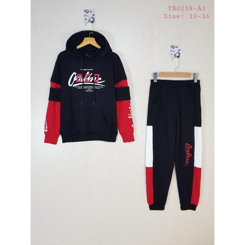 YB0258-A3 - Bộ bé trai nỉ da cá tay nối có mũ ,in chữ GCO, màu đen phối đỏ ,hiệu I Love Kids, size đại 10t-16t