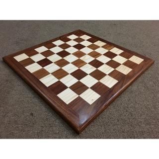 Bàn cờ vua bằng gỗ