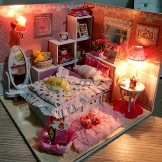Mô hình nhà búp bê gỗ – Phòng ngủ màu hồng siêu lung linh (N02)