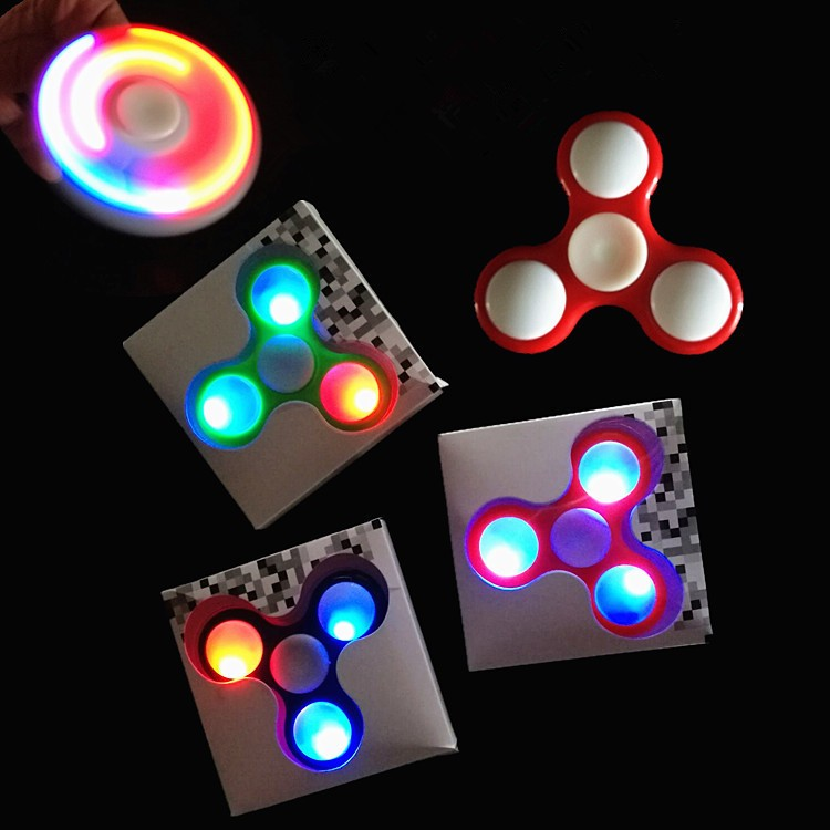 Con Quay 3 Cánh Đèn Led Hand Spinner Fidget Led - 2893233 , 272660665 , 322_272660665 , 70000 , Con-Quay-3-Canh-Den-Led-Hand-Spinner-Fidget-Led-322_272660665 , shopee.vn , Con Quay 3 Cánh Đèn Led Hand Spinner Fidget Led