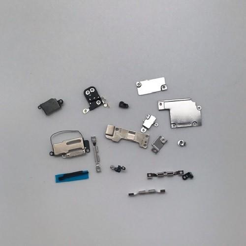 Các Tấm Sắt Giữ Đầu Cáp và Bảo Vệ Bo Mạch Trong iPhone 6S