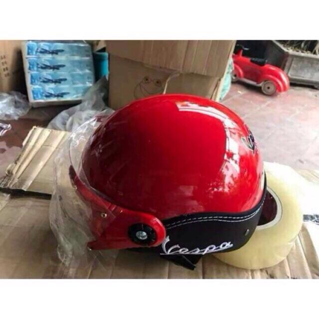 Mũ bảo hiểm vespa có kính khuyến mại từ công ty