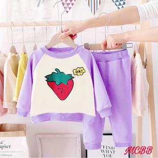 MCBB - Bộ Áo Thun Dài Tay Bé Gái Sweater Quần Dài Jogger Trái Dâu - Bộ Màu Tím - Quần Áo Bé Gái Nữ 1-16 Tuổi - GBQL0008