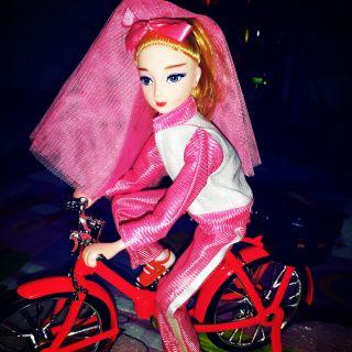 Đồ chơi búp bê đạp xe