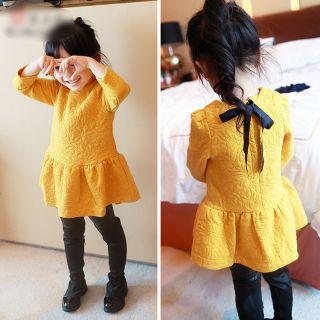 Váy vàng bé gái