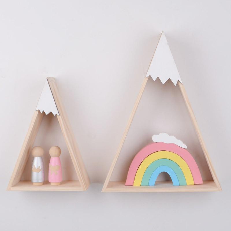 khung gỗ hình tam giác trang trí nhà cửa