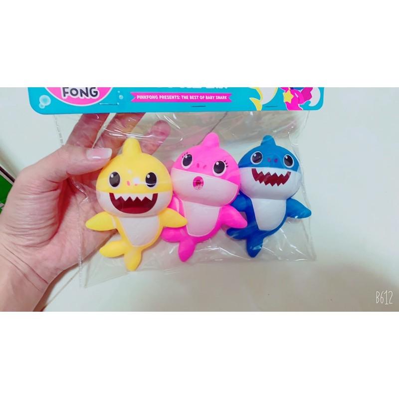 Đồ chơi cá mập baby shark bóp chút chít cho bé