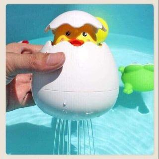 Đồ chơi trứng nở gà con thả chậu tắm cho bé
