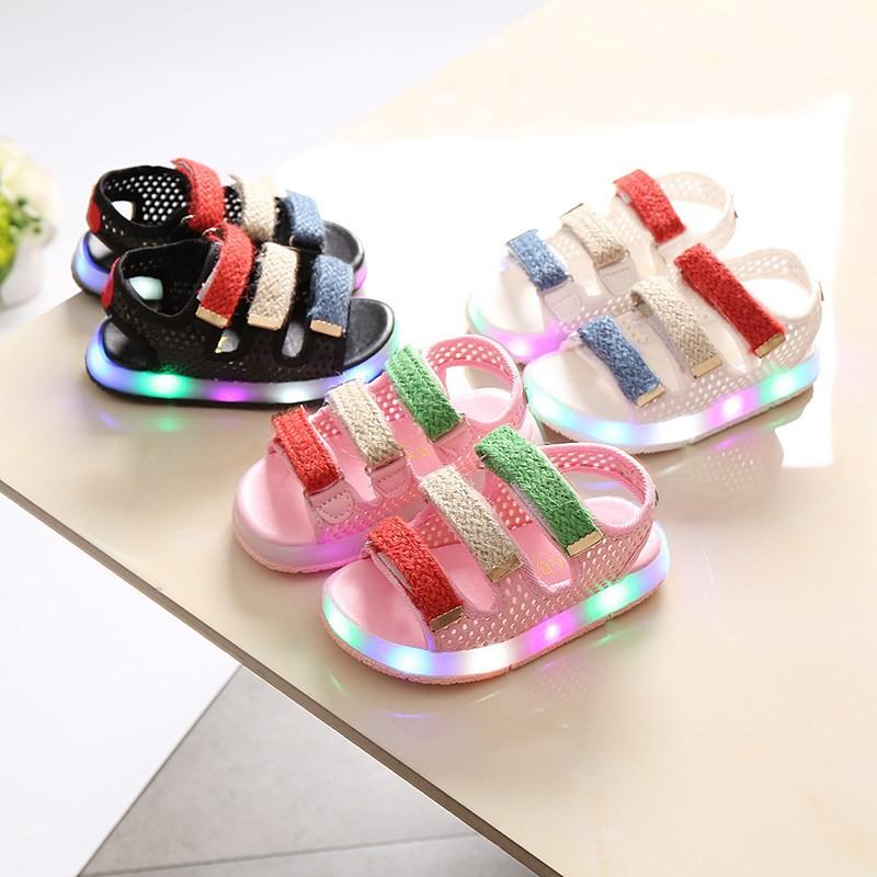 Sandal quai dán có đèn LED cho bé