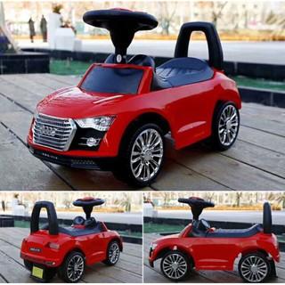 Xe chòi chân ô tô kiểu dáng Audi có đèn và nhạc cho bé – giá hủy diệt