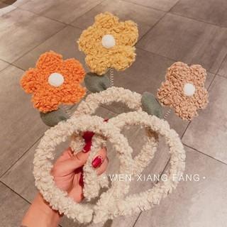 Cài tóc lò xo có bông hoa lắc lư - UniLabel thumbnail