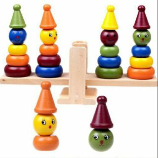 Tháp hề cân bằng cho bé học so sánh