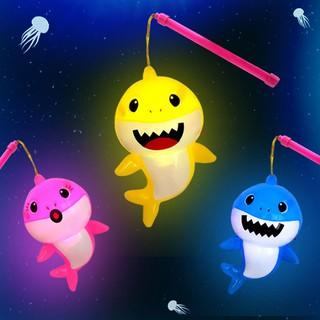 Lồng đèn trung thu cá mập có đèn và nhạc dùng pin giá rẻ