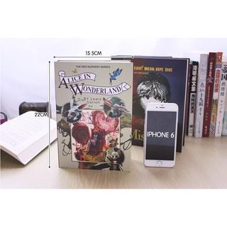 Két sắt mini ngụy trang tiểu thuyết Alice in Wonderland, Kiêu hãnh và Định kiến, Những người khốn khổ