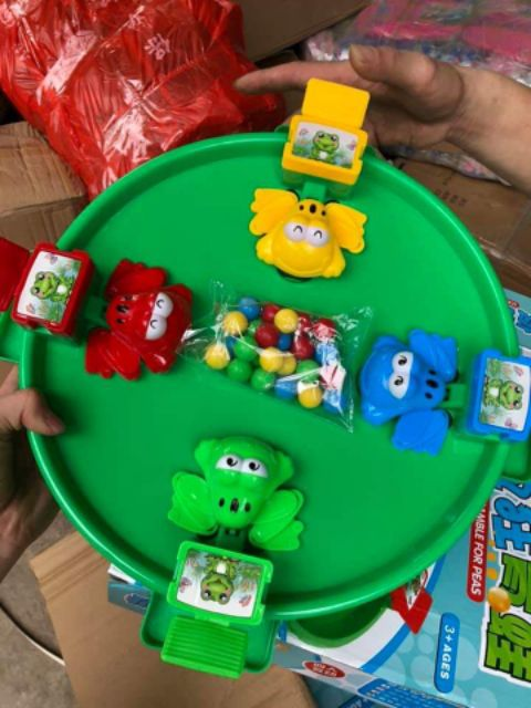 Bộ đồ chơi ếch săn bi cho trẻ em