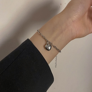 "Korea Ins Love Bracelet Niche Design Simple Cold Style Personality Hip-hop Bracelet giá chỉ còn <strong class=""price"">100.000.000đ</strong>"