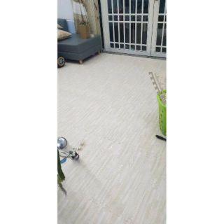 Thảm xốp vân gỗ 60cm x 60cm