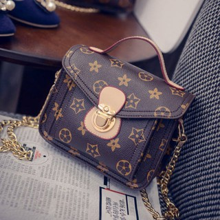 Túi đeo chéo vuông nhỏ họa tiết sao phối dây xích