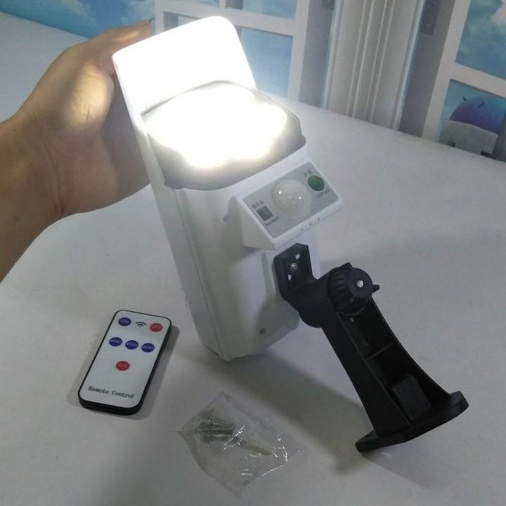 Đèn năng lượng mặt trời ngụy trang Camera chống trộm , Có điều khiển từ xa , chống nước IP68 , bảo hành chính hãng