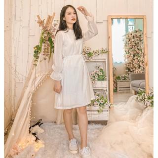Đầm trắng tay nhún bèo xinh kèm dây eo rời