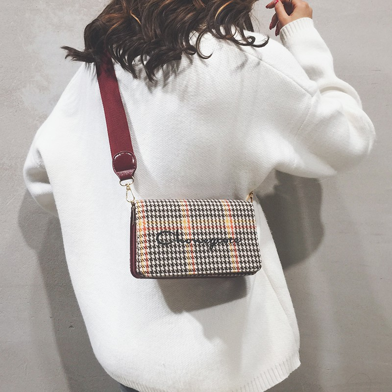 Wide shoulder strap small square bag subnet red small bag fe
