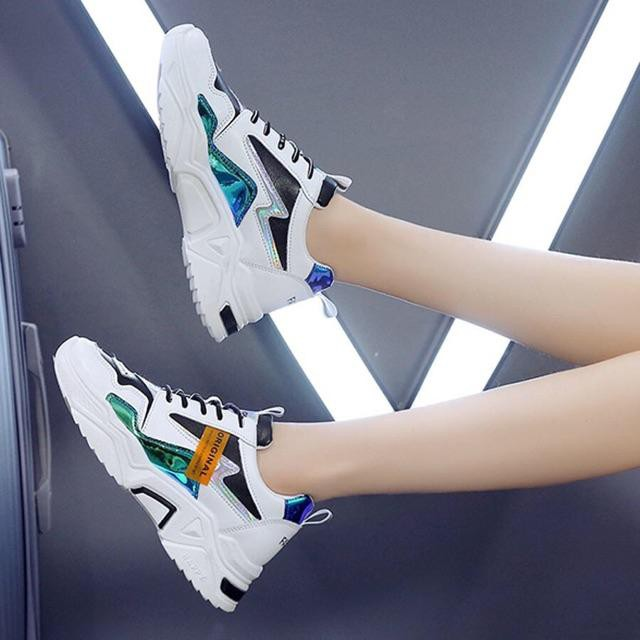 Combo giày thể thao nữ đế cao HAPU vạch phản quang ORN tặng kèm tất trái tim