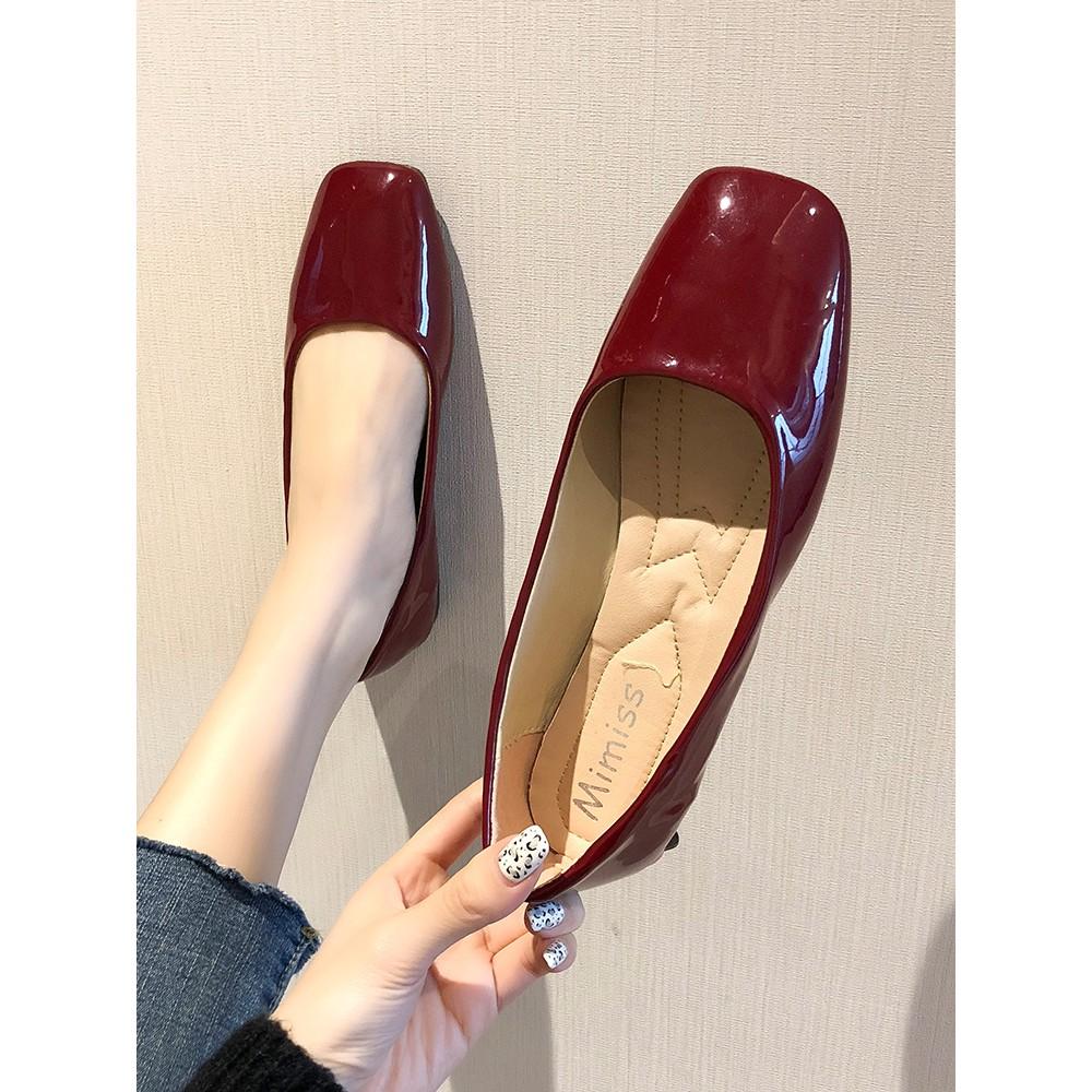 【จัดส่งฟรี】ม้ผลิใหม่เหยียบคนขี้เกียจหัวตารางแบนนักเรียนตาข่ายรองเท้าสีแดงน้ำเดียว
