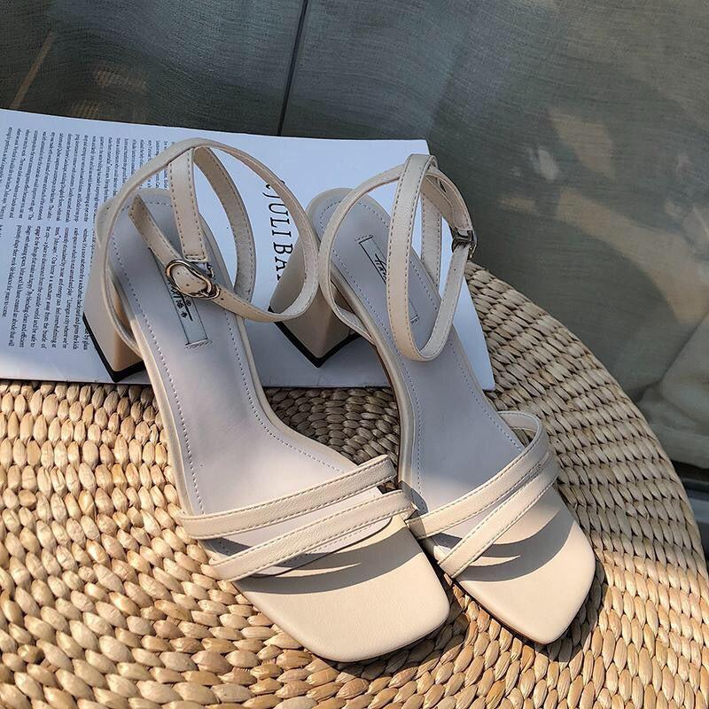 Sandal cao gót 2 quai mảnh có kem và trắng