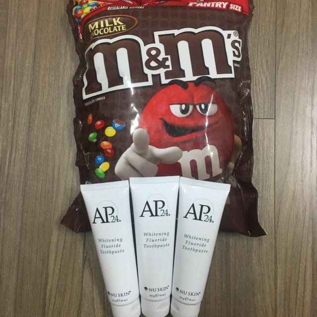 Combo 4 sản phẩm :1 Kẹo M&M 1.75kg - Milk Chocolate và 3 Tuýp Kem Đánh Răng AP24 Nuskin 110g - 3105305 , 895835513 , 322_895835513 , 865000 , Combo-4-san-pham-1-Keo-MM-1.75kg-Milk-Chocolate-va-3-Tuyp-Kem-Danh-Rang-AP24-Nuskin-110g-322_895835513 , shopee.vn , Combo 4 sản phẩm :1 Kẹo M&M 1.75kg - Milk Chocolate và 3 Tuýp Kem Đánh Răng AP24 Nuski
