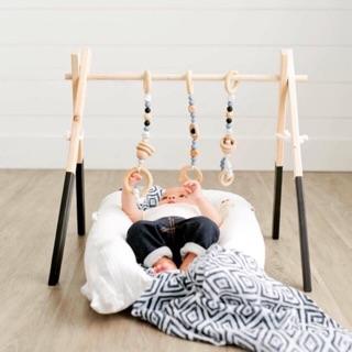 Kệ chữ A gỗ Đồ chơi cho trẻ sơ sinh kèm chuỗi hạt treo kệ