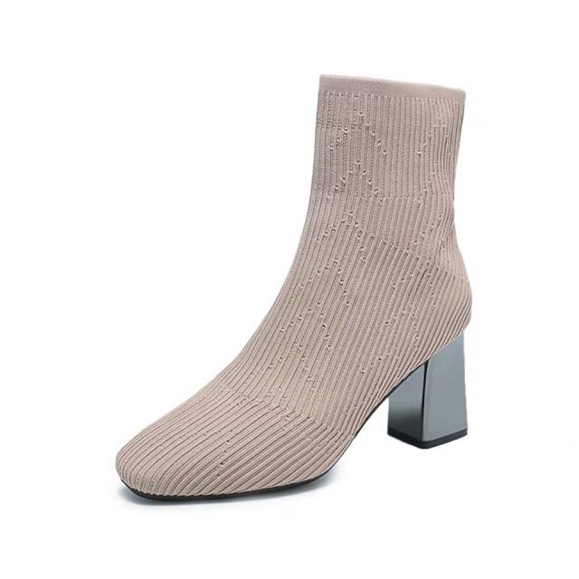 Giày bốt nữ màu nude