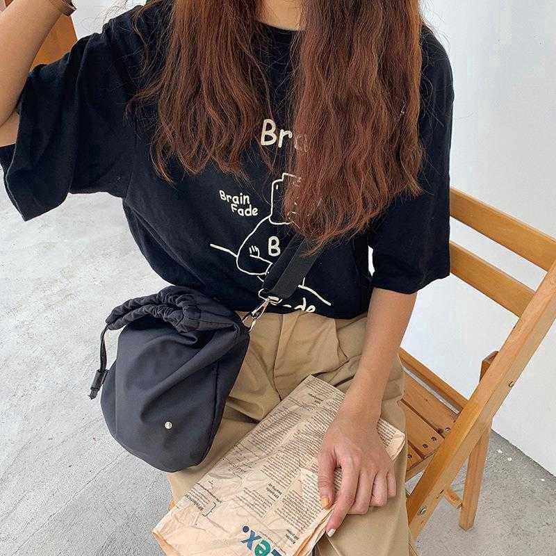 Túi đeo chéo màu đen dây rút