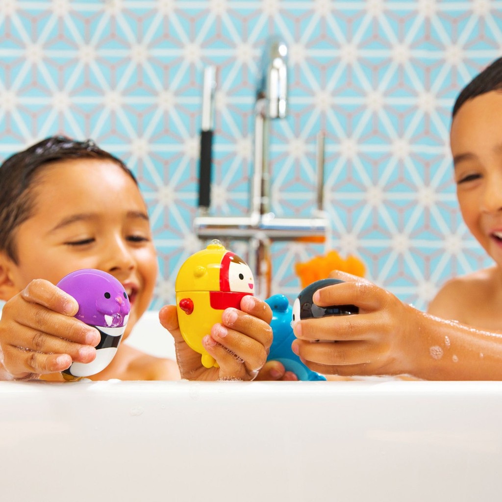 Bộ 2 đồ chơi phun nước tháo lắp (chim cánh cụt & sư tử biển) Munchkin