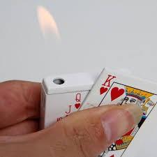Bật lửa khè hình lá bài (hình ngẫu nhiên)