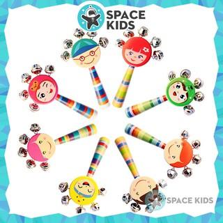 Đồ chơi Lục lạc, Xúc xắc gỗ hình mặt cười có 5 chuông cho bé trên 3 tháng tuổi Space Kids