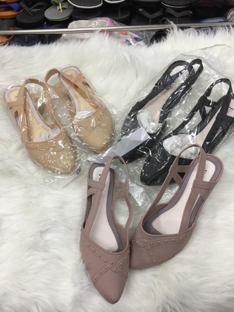 Giày nhựa nữ quai. Giày nữ( giao màu ngẫu nhiên )