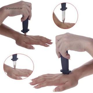 Dao nhựa gắn lò xo dùng để biểu diễn ảo thuật