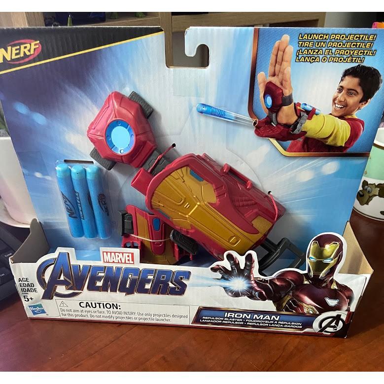 Đồ chơi găng tay Iron man phát ánh sáng Avenger