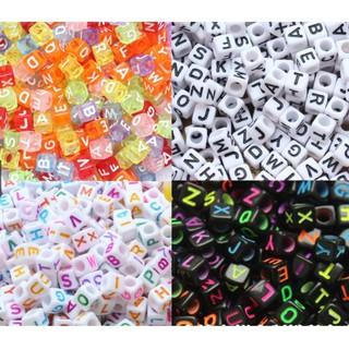 Hạt nhựa vuông in chữ cái 7mm (100 chữ)
