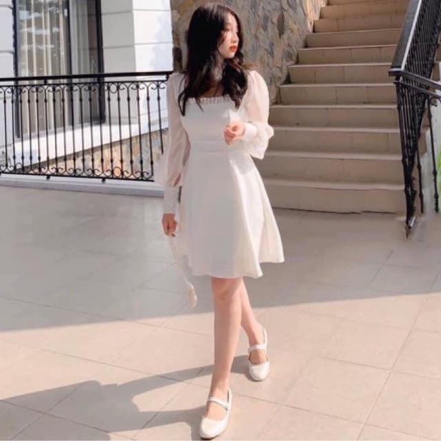 Đầm trắng cổ vuông xếp li ngực tay voan