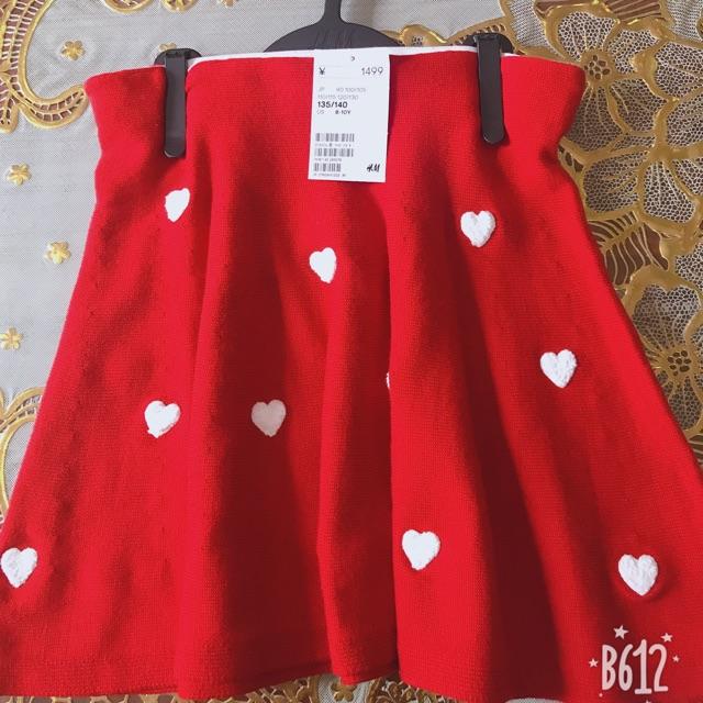 Chân váy đỏ cho bé gái sẵn size 8-10y . Phù hợp cho bé mặc kết hợp với các áo phông, sơ mi .............................