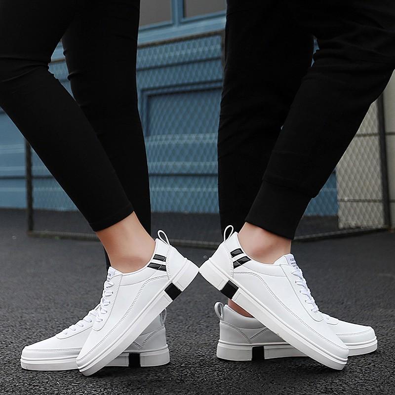 【จัดส่งฟรี】งเท้าระบายอากาศน้ำแนวโน้มนักเรียนรองเท้าลำลองรองเท้าชายและหญิงคู่หนึ่ง