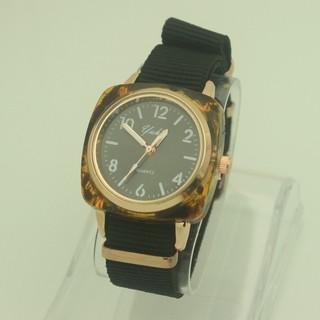 Đồng hồ đeo tay Cặp đôi nam và nữ  Douyin mặt vuông Quartz