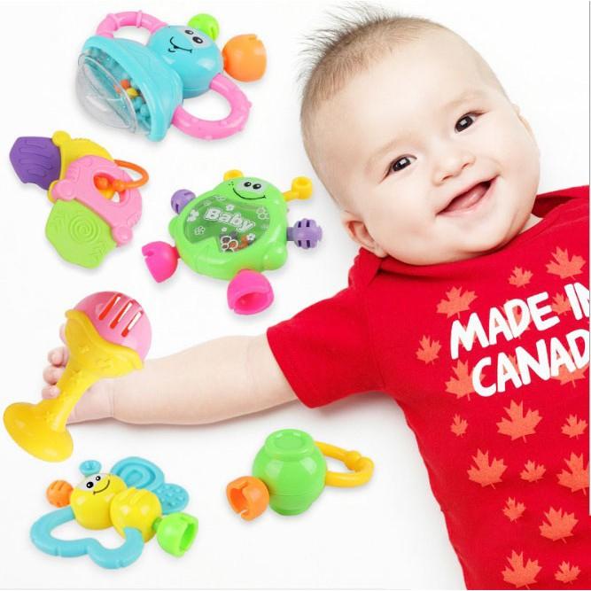 [Nhập mã TOYOCT giảm 10% tối đa 15K đơn từ 50K]Bộ đồ chơi lục lạc, xúc xắc 08 món cho bé
